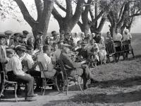 Танцы под оркестр на гулянье в колхозе «Франкрейх»