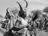 0-395476-ч/б Жители одного из селений Судана во время исполнения национального танца. Судан, г. Порт-Судан. Ноябрь 1961 г. Фот. Соболев В.Б.