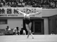 0-396075-ч/б Советская гимнастка Е.Л. Шушунова во время выполнения вольных упражнений на Кубке мира по многоборью. КНР, г. Пекин. Сентябрь 1987 г. Фот. Мартыненко В.