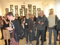 Участники и гости фестиваля осматривают экспозицию