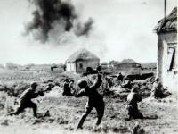 Бой в районе станции Терновая. Юго-Западный фронт. 1942 г. Фотограф С. Альперин. РГАКФД