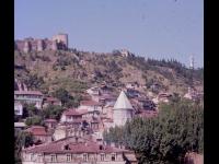 Вид на Старый Тбилиси; на дальнем плане крепость Нарикала. Грузинская ССР, г. Тбилиси. 1975 – 1979 гг. Фот. Л.А. Раскин.