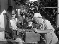 Занятия радиокружка в пионерском лагере «Артек»