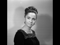 Портрет актрисы Л.И. Пырьевой.  г. Москва, 1968 г.  Арх. № 1-115452 ч/б