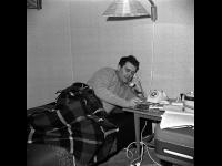 Заслуженный деятель искусств РСФСР кинорежиссёр Э.А. Рязанов в домашней обстановке.  г. Москва, 1960-е гг.  Арх. № 1-114607 ч/б