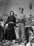 Мать и сын – участники Народно-освободительной армии в период немецкой оккупации Греции  Греция. 1944 г.  Фотограф неизвестен  РГАКФД. Арх. № 4-23875