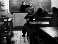 Александр Исаевич Солженицын ведет урок в рязанской средней школе № 2 им. Н.К. Крупской. г. Рязань, конец 1950-х гг. Автор не уточнен. РГАКФД.