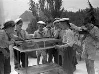 Пионеры, отдыхающие в лагере «Артек», за игрой в бильярд