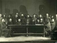 На второй фотографии (арх. № 3-4053) – члены президиума