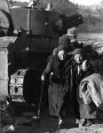 Советские беженцы. 1941 г. Фотограф Бауман. РГАКФД