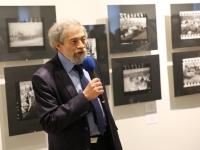 Руководитель фестиваля Е.Я.Березнер на открытии выставки