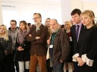 Участники и гости фестиваля на открытии выставки