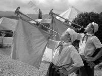 Горнисты пионерского лагеря «Артек» играют подъем.
