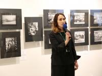 Арт-директор фестиваля И.Ю. Чмырева на открытии выставки