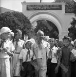 Президент Демократической Республики Вьетнам Хо Ши Мин среди пионеров лагеря «Артек».
