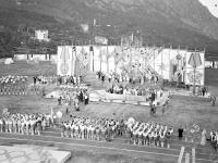 Во время митинга в пионерском лагере «Артек», посвященного вручению лагерю ордена Дружбы народов.