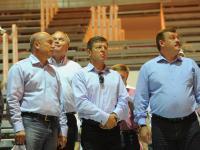 Заместитель председателя Правительства РФ Д.Н. Козак (в центре), президент ГК «Олимпстрой» С.А. Гапликов (справа) во время осмотра одной из спортивных арен в Олимпийском парке.
