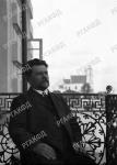 Начальник Виленского округа путей сообщения Л.А. Никитин на балконе дома Володковича. Российская Империя, г.Вильна. 06.08.1912 г.