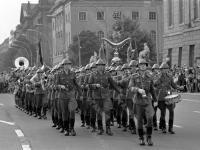 Военный парад в Берлине. Прохождение колонны военного оркестра. ГДР, г. Берлин. 1972 г. Фотограф В. Кошевой.