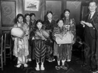 Японские школьницы. Япония, 1935 г. Автор не установлен. РГАКФД.