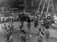 Праздник Гион Мацури – обряд очищение от злых духов в городе Киото. Япония, г. Киото, 1928 г. Автор не установлен. РГАКФД.