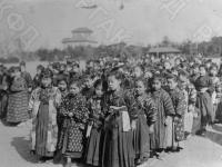 Японские девочки-школьницы. Япония, 1929 г. Автор не установлен. РГАКФД.