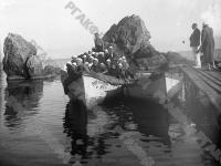 Ребята из пионерского лагеря «Артек» на морской прогулке в лодке. Крым. 1933 г. Фотограф не установлен. РГАКФД. Арх. № 2-80116.
