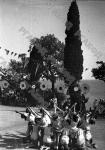 Пионеры, отдыхающие в пионерском лагере «Артек», выполняют спортивное упражнение. Крым. 1936 г. Фотограф Швец. РГАКФД. Арх. № 0-32759.