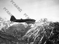 Самолет морской авиации идет на посадку. Черноморский флот, 1943 г. РГАКФД. Арх. № 0-96678.
