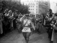 Войска Советской Армии на улицах освобожденного Белграда. Югославия, г. Белград, 30 октября 1944 г. РГАКФД. Арх. № 0-256706.