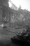 Советский танк у здания Рейхстага. Германия, г. Берлин, 10 мая 1945 г. РГАКФД. Арх. № 0-256493.
