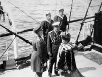 Император Николай II, вдовствующая императрица Мария Федоровна, английский король Эдуард VII на палубе яхты «Полярная звезда». 1908. Фотоателье «К.Е. фон Ган и К°». РГАКФД.