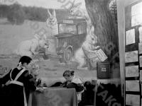 Дети пишут письма Деду Морозу на новогоднем празднике в Колонном зале Дома Союзов. Москва, 1950 г. Автор неизвестен. РГАКФД.