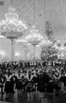 Дети у новогодней елки в Большом Кремлевском дворце. Москва, 1954 г. Автор В. Савостьянов. РГАКФД.