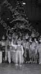 Финальная сцена праздника Новогодней елки во Дворце спорта ЦСКА. Москва, 1966 г. Автор К. Мустафин. РГАКФД.
